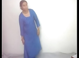 #NaziaPathan Indian arab housewife undressing herself - part 1/2