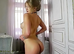 Incredible blonde shows her perfect body