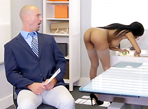 Brittney White gets unaffected by the phone with her employee's wife while seducing him
